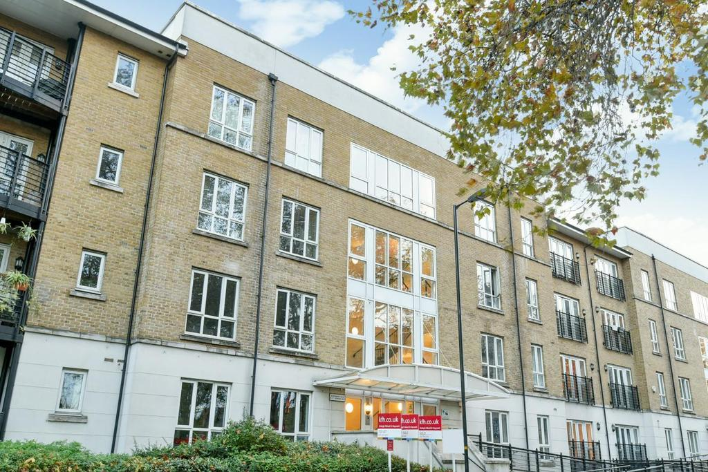 2 Bedrooms Flat for sale in St. Georges Way, Peckham, SE15