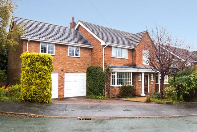 5 Bedrooms Detached House for sale in Poplar Rise,Little Aston,Sutton Coldfield