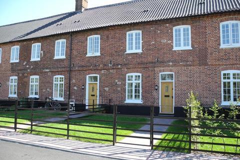 3 bedroom terraced house to rent - Heckingham Park Drive, Hales