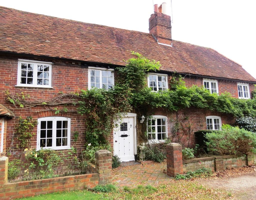 2 Bedrooms House for sale in Burchetts Green