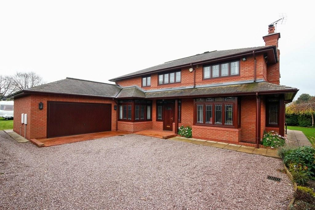 5 Bedrooms Detached House for sale in Highlows Lane, Yarnfield, Stone