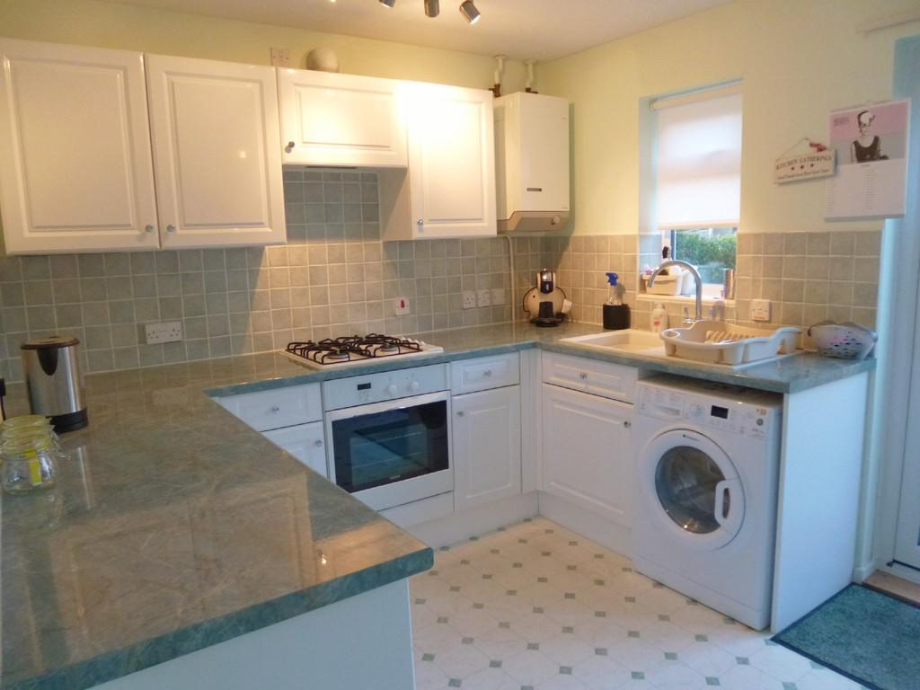 Nightingale drive westbury 2 bed end of terrace house to for Terrace kitchen diner