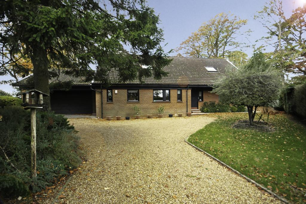 4 Bedrooms Chalet House for sale in Boyneswood Road, FOUR MARKS, Hampshire