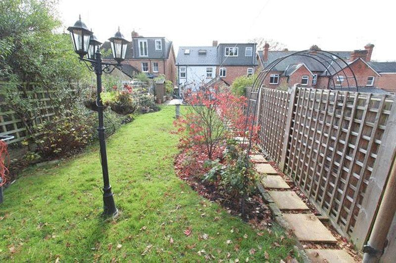 3 Bedrooms Semi Detached House for sale in Lagham Road, Godstone