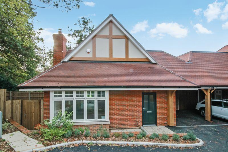 3 Bedrooms Chalet House for sale in GWENNAP PLACE, ASHTEAD