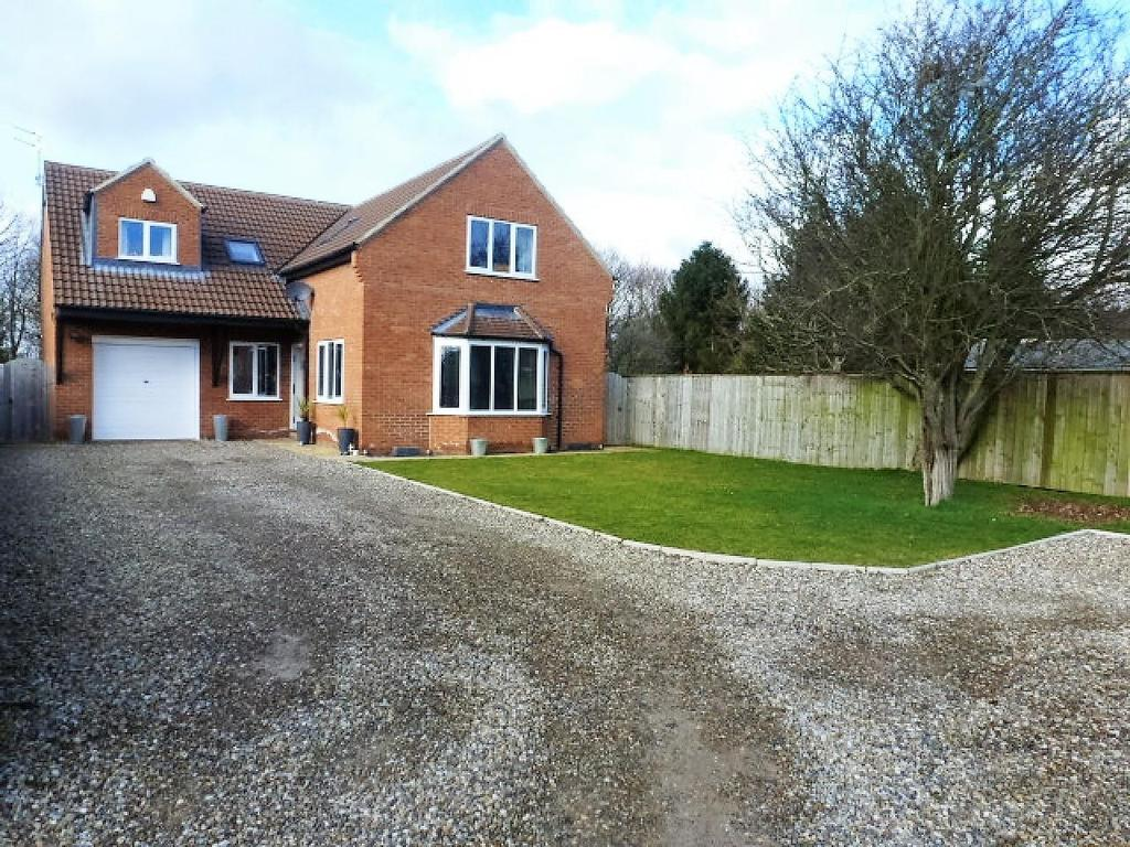 4 Bedrooms Detached House for sale in Bassleton Lane, Thornaby