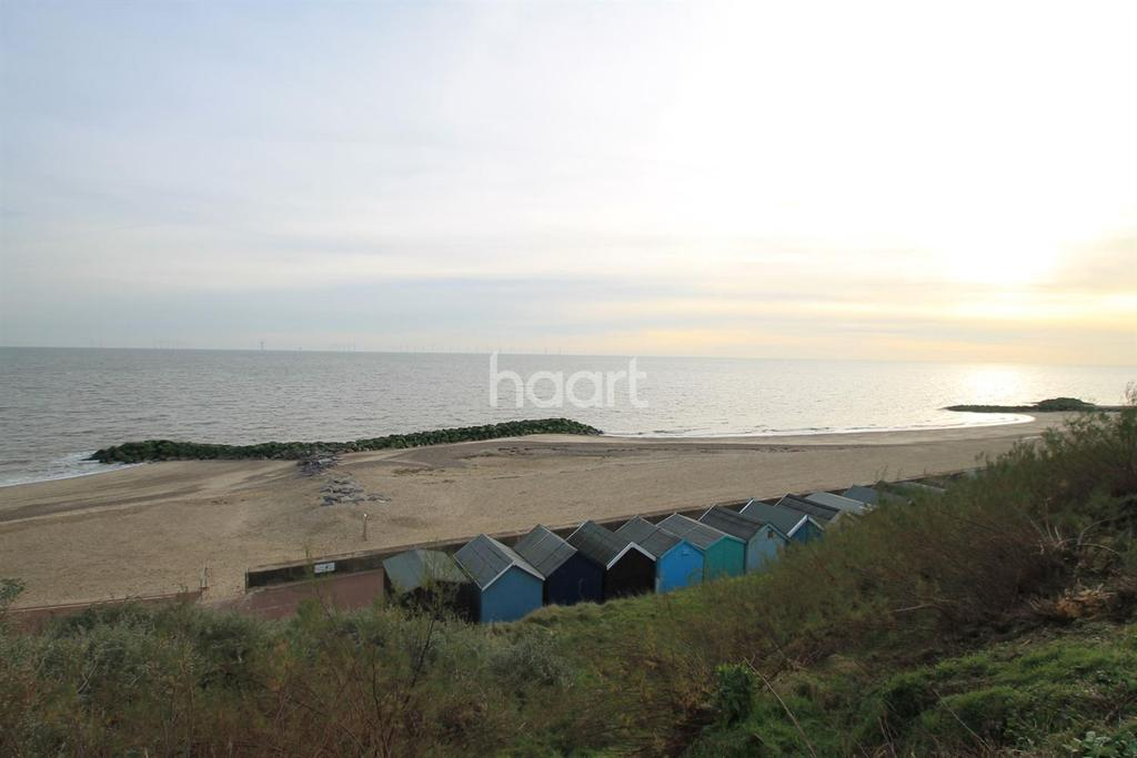 5 Bedrooms Bungalow for sale in Kings Parade, Holland-on-Sea
