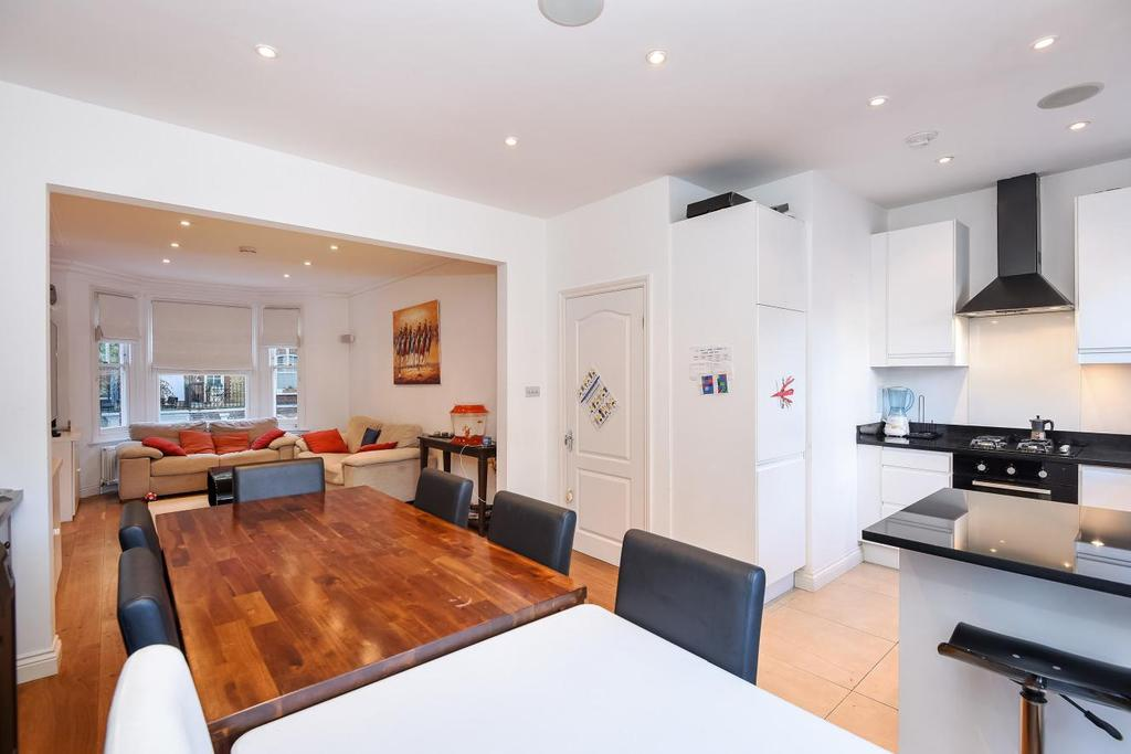 3 Bedrooms Flat for sale in Crookham Road, Fulham