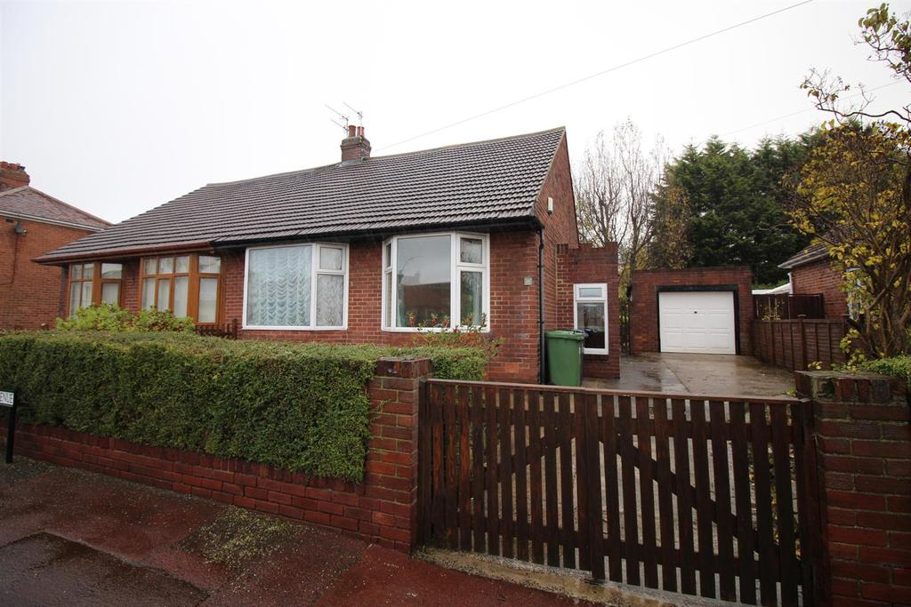 3 Bedrooms Semi Detached Bungalow for sale in Richmond Avenue, Gateshead