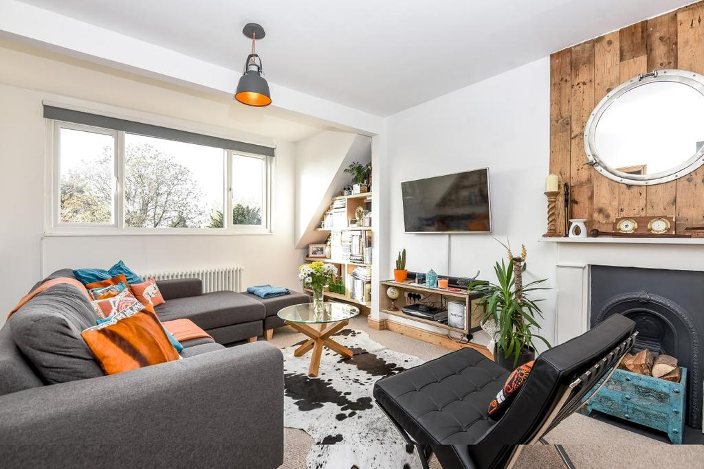 2 Bedrooms Flat for sale in Longley Road, Tooting, SW17