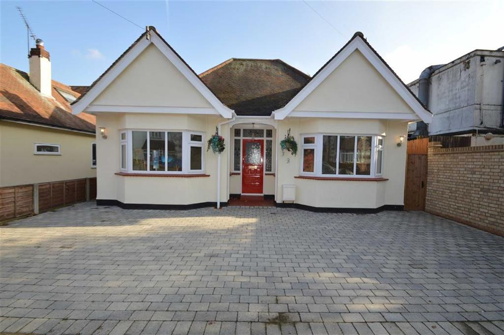 2 Bedrooms Detached Bungalow for sale in Tudor Gardens, Leigh On Sea, Essex