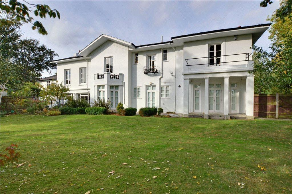 2 Bedrooms Flat for sale in Brooklands House, Brooklands Park, Blackheath, London, SE3