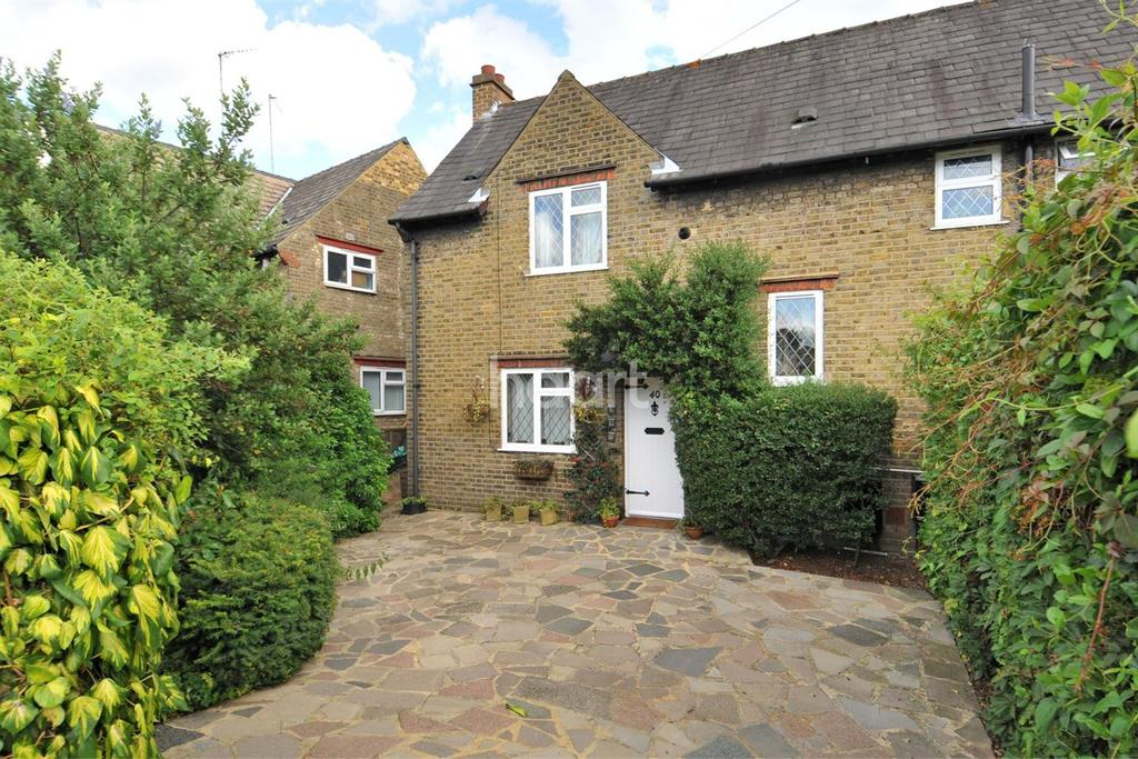 3 Bedrooms Semi Detached House for sale in Challis Road, Brentford