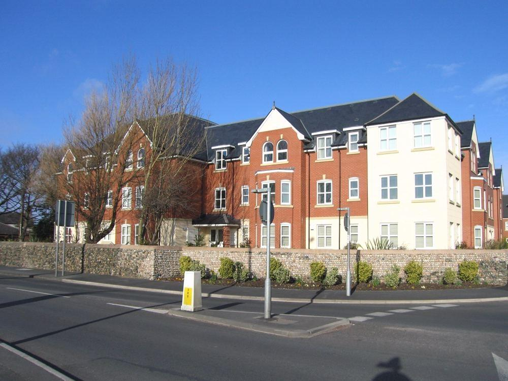 2 Bedrooms Flat for sale in Woodlands View, Ansdell, Lancashire