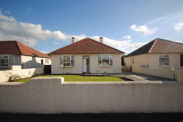 2 Bedrooms Detached Bungalow for sale in 28 Morven Drive, Troon, KA10 6NQ