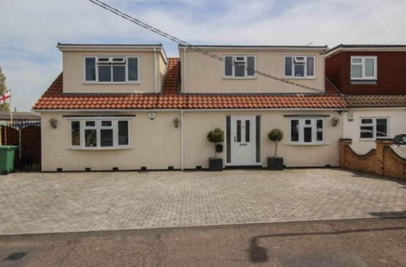 4 Bedrooms Semi Detached House for sale in High View Rise, Crays Hill, Billericay
