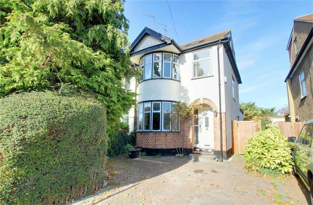 3 Bedrooms Semi Detached House for sale in Hillyfields, Loughton, Essex