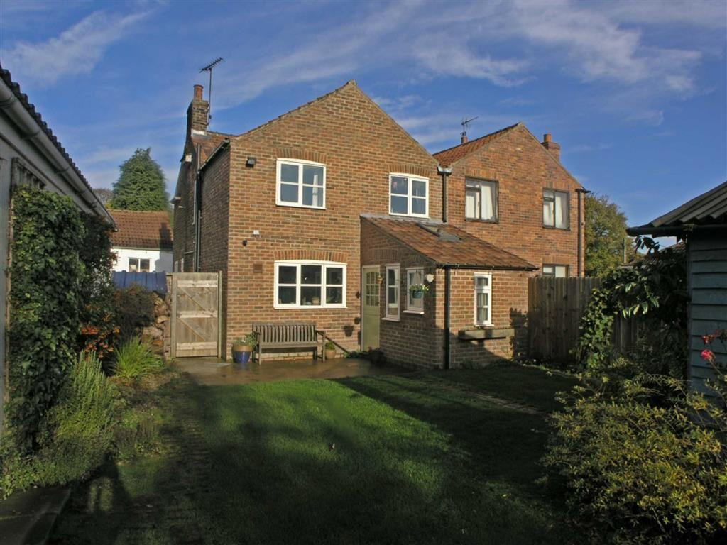 3 Bedrooms Semi Detached House for sale in Rattan Row, Langtoft, East Yorkshire