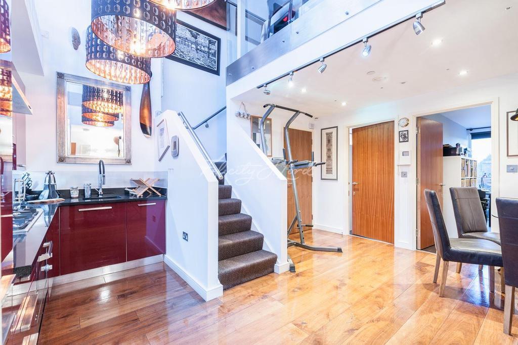 3 Bedrooms Flat for sale in Blenheim Court, 20 Denham St, London SE10 0SJ