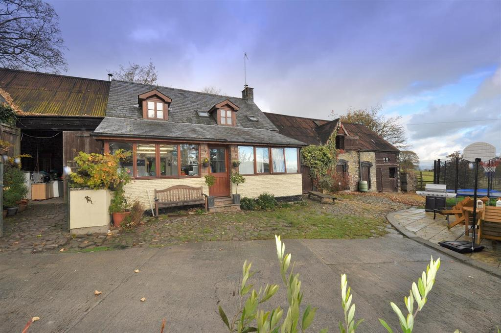 3 Bedrooms Detached House for sale in Llysdinam, Nr Newbridge-On-Wye