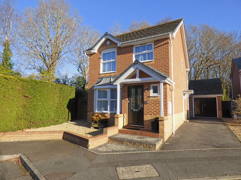 3 Bedrooms Detached House for sale in Broadstone/Poole Fringe
