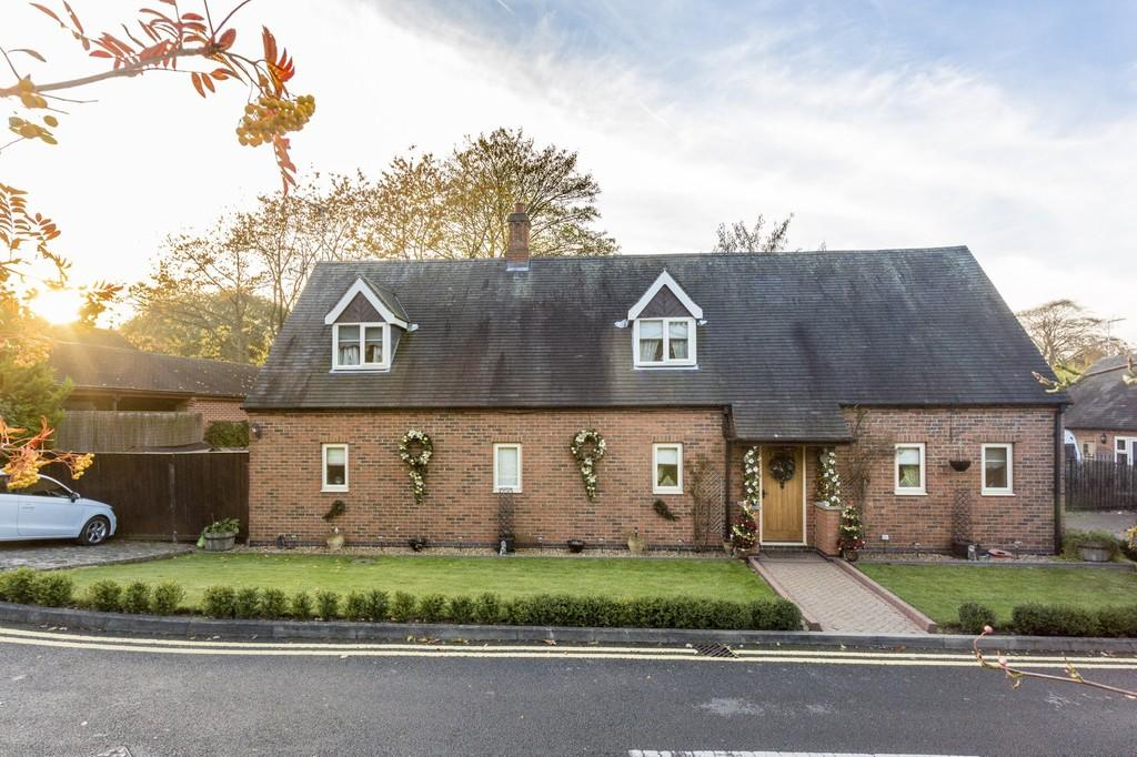 5 Bedrooms Detached House for sale in Barn Close, Castle Donington