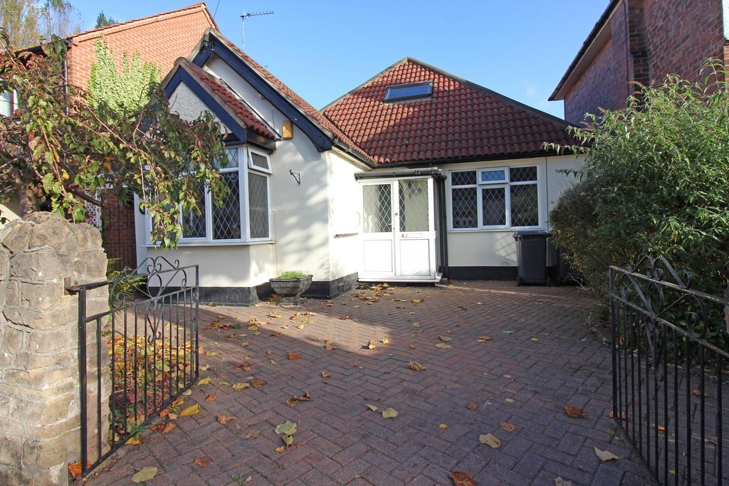 4 Bedrooms Detached Bungalow for sale in Beeston, Nottingham