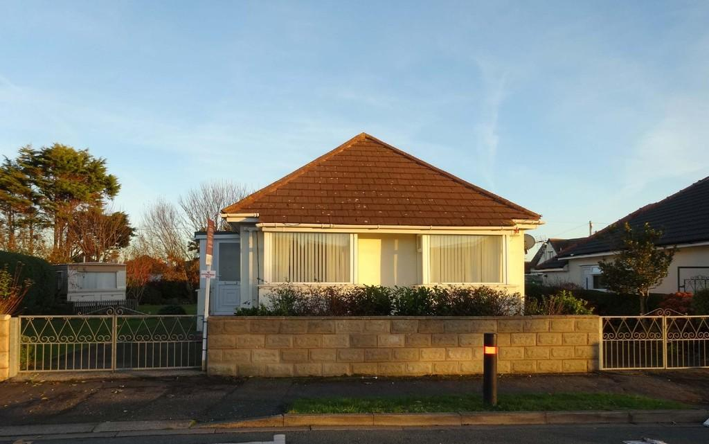 2 Bedrooms Detached Bungalow for sale in Llysfaen Avenue, Kinmel Bay