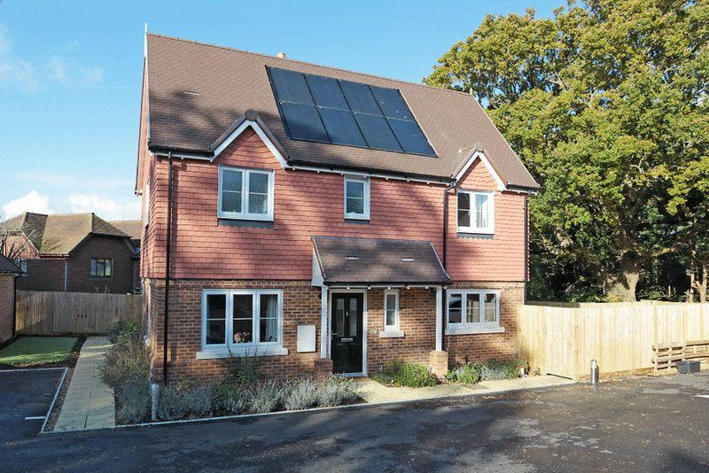3 Bedrooms House for sale in Old Forge Close, Upper Dicker, East Sussex