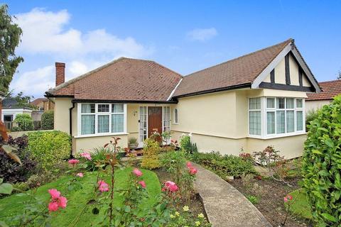 2 bedroom detached bungalow for sale - Oak Way, Shirley