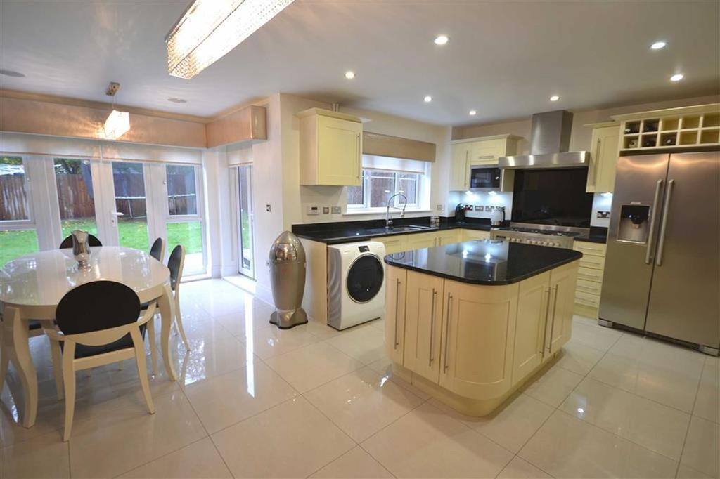 5 Bedrooms Semi Detached House for sale in Aragon Mews, Epping, Essex, CM16