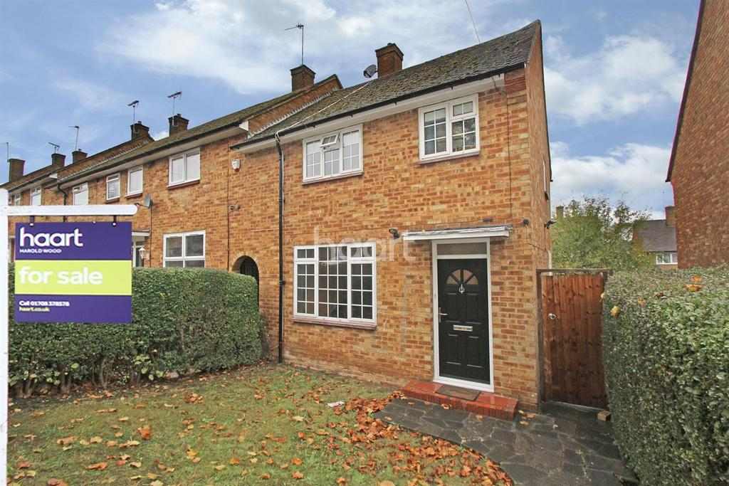 3 Bedrooms End Of Terrace House for sale in Barnstaple Road RM3