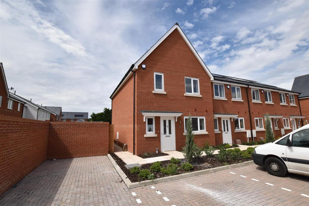 3 Bedrooms Semi Detached House for sale in Plot 10, Highwell Gardens, Hawkwell
