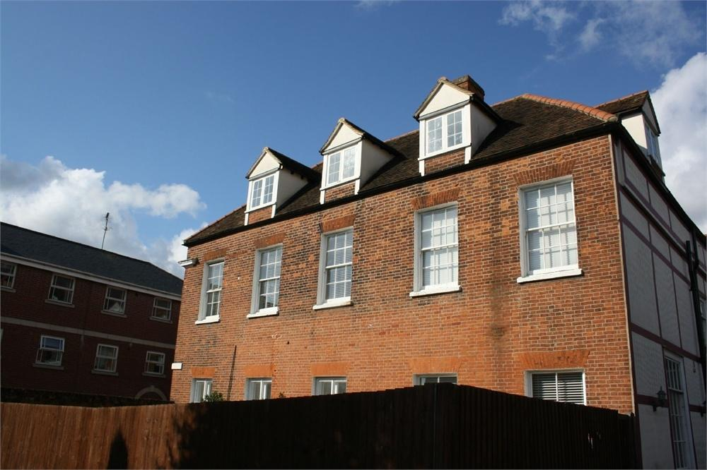 3 Bedrooms Flat for sale in The Red House, Colchester Road, HALSTEAD, Essex
