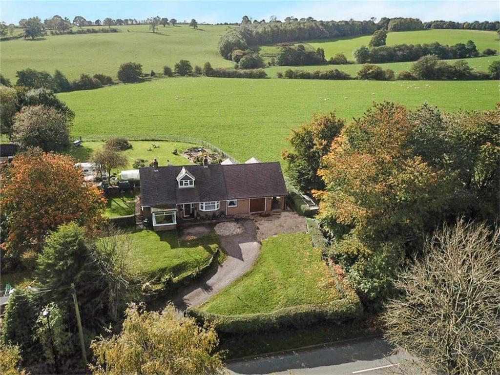 2 Bedrooms Detached Bungalow for sale in Wootton Road, Ellastone, Ashbourne, Staffordshire