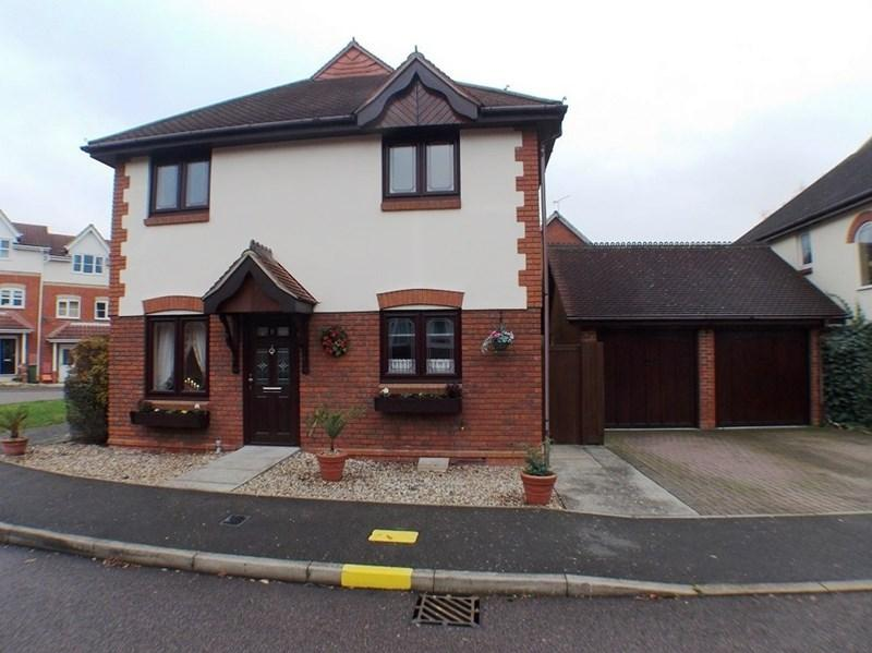 4 Bedrooms Detached House for sale in Annett Close, Wickford