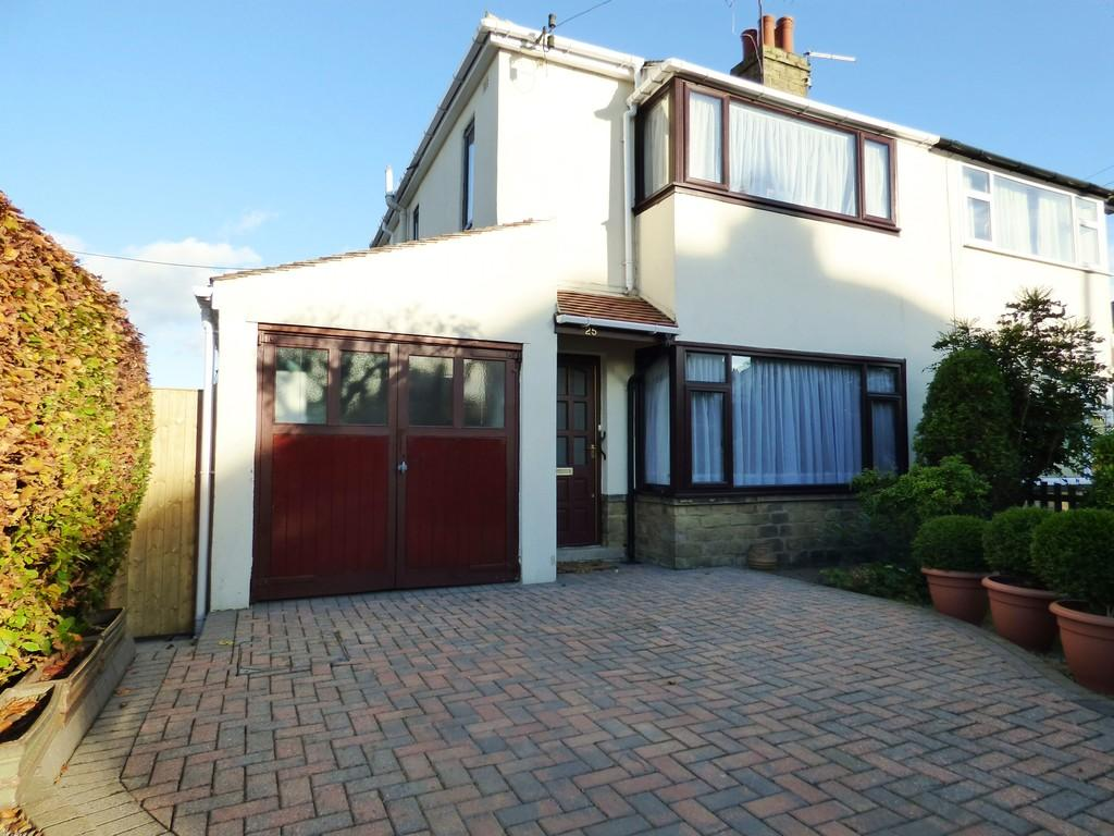 2 Bedrooms Semi Detached House for sale in Hawkstone Avenue, Guiseley