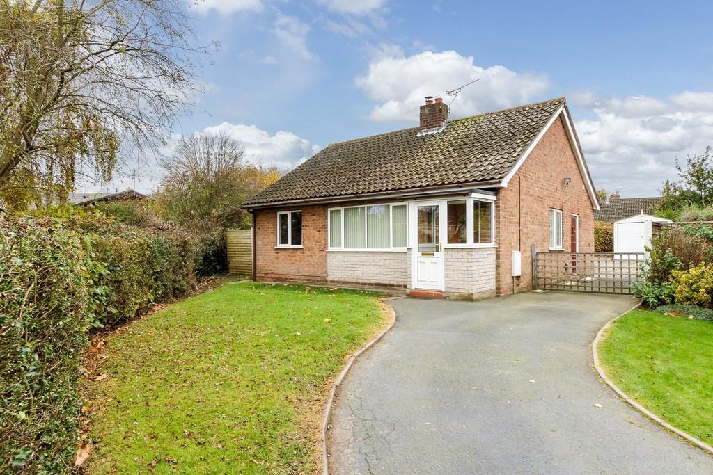 2 Bedrooms Detached Bungalow for sale in Shavington, Cheshire