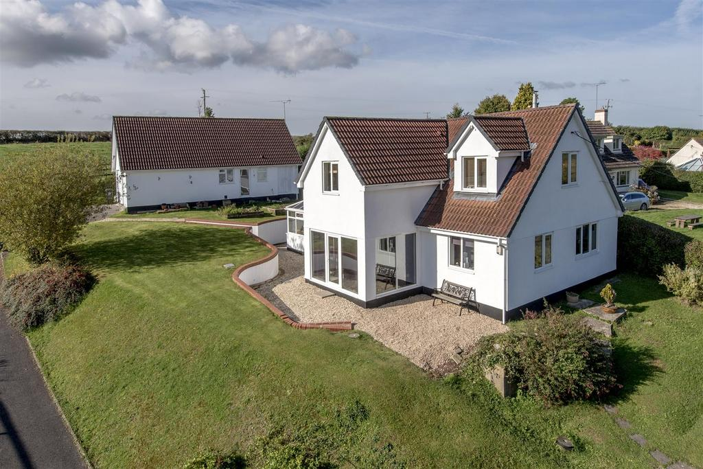 3 Bedrooms Detached House for sale in Stoke St. Mary, Taunton 0.27 Acre