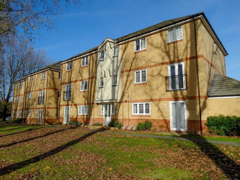 2 Bedrooms Flat for sale in Adlington Gardens, Bognor Regis