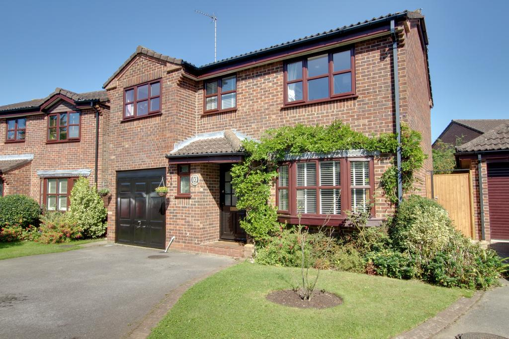4 Bedrooms Detached House for sale in HOME MEAD, DENMEAD