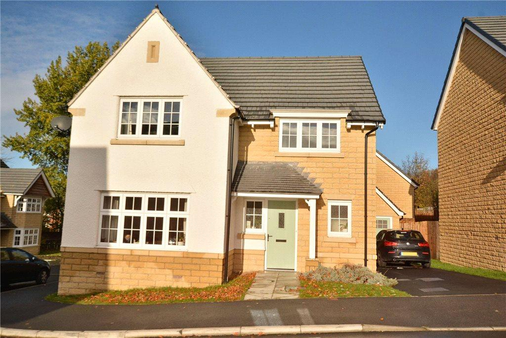 4 Bedrooms Detached House for sale in Branwell Avenue, Guiseley, Leeds, West Yorkshire
