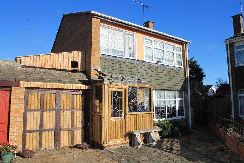 5 Bedrooms Detached House for sale in Stuart Close, Great Wakering