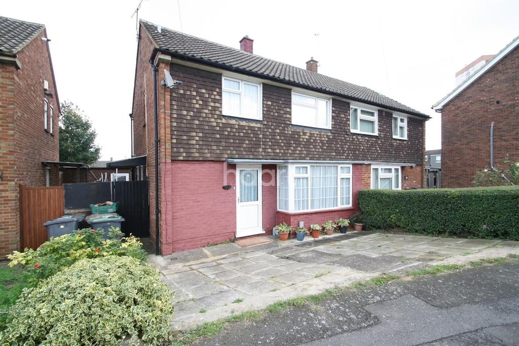 3 Bedrooms Semi Detached House for sale in Popular location