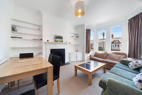 4 bedroom flat to rent - Harborough Road, SW16