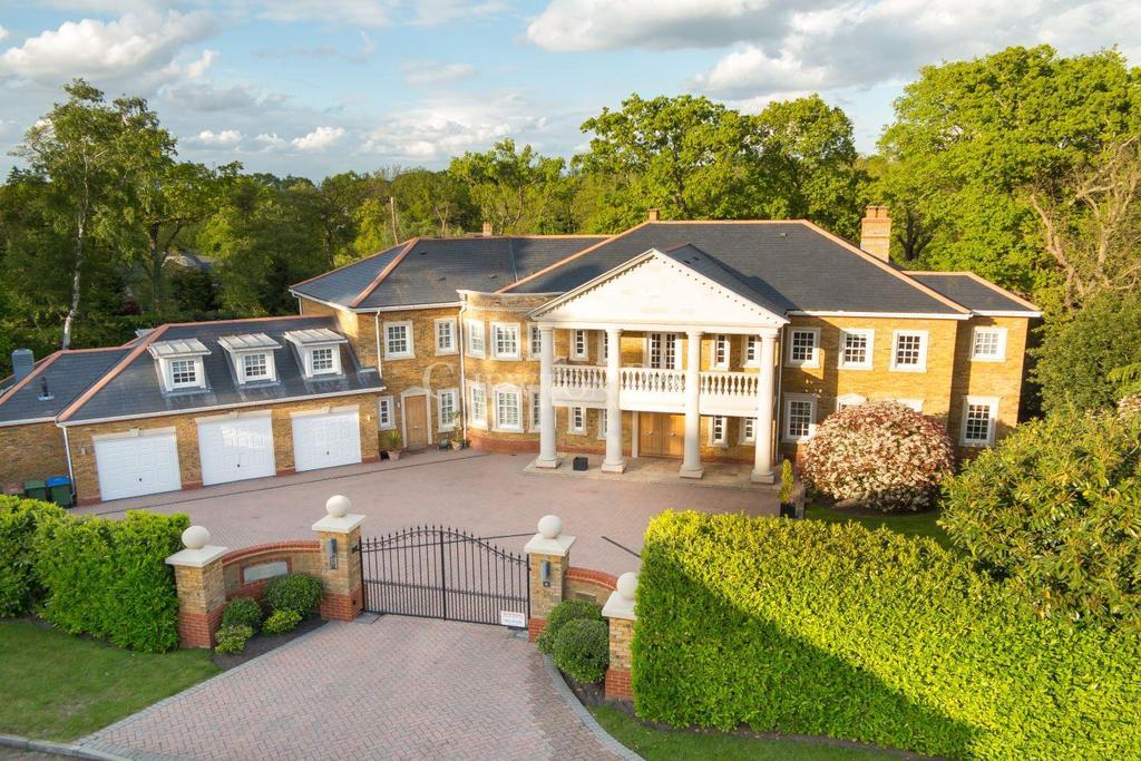 6 Bedrooms Detached House for sale in Oxshott