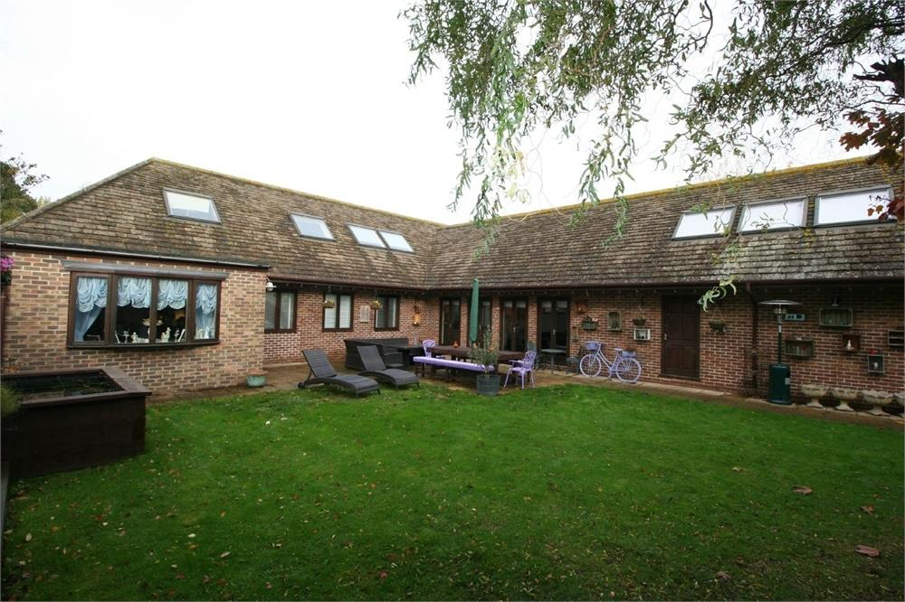 6 Bedrooms Chalet House for sale in Old Road, FRINTON-ON-SEA, Essex