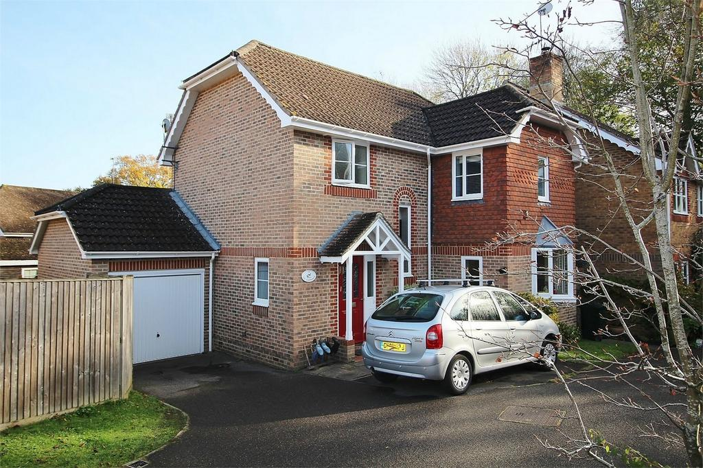 3 Bedrooms Detached House for sale in 13 The Nightingales, Uckfield, East Sussex