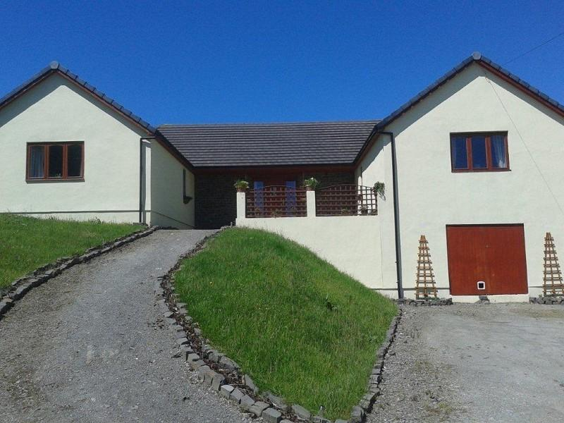 5 Bedrooms Land Commercial for sale in Hill View , Felingwm, Carmarthen, Carmarthenshire. SA32