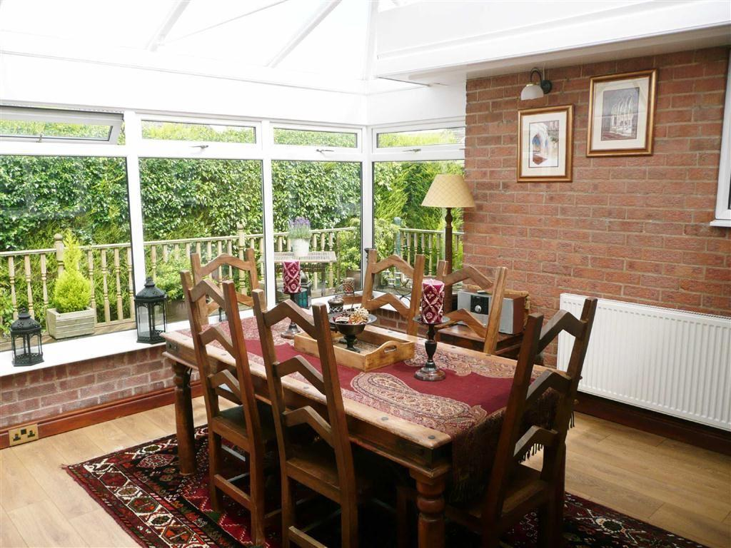 4 Bedrooms Detached Bungalow for sale in Halesworth Close, Walton, Chesterfield, S40